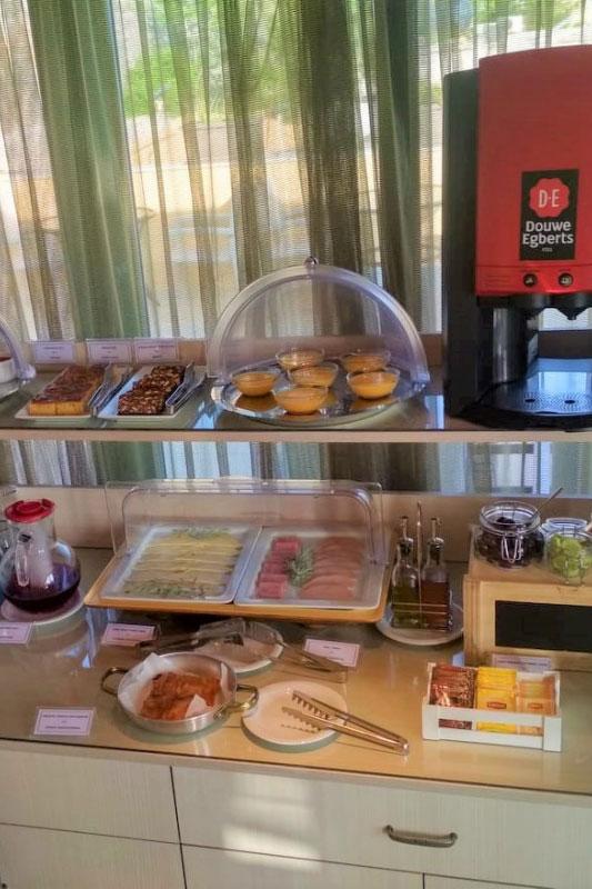 amfitriti-breakfast